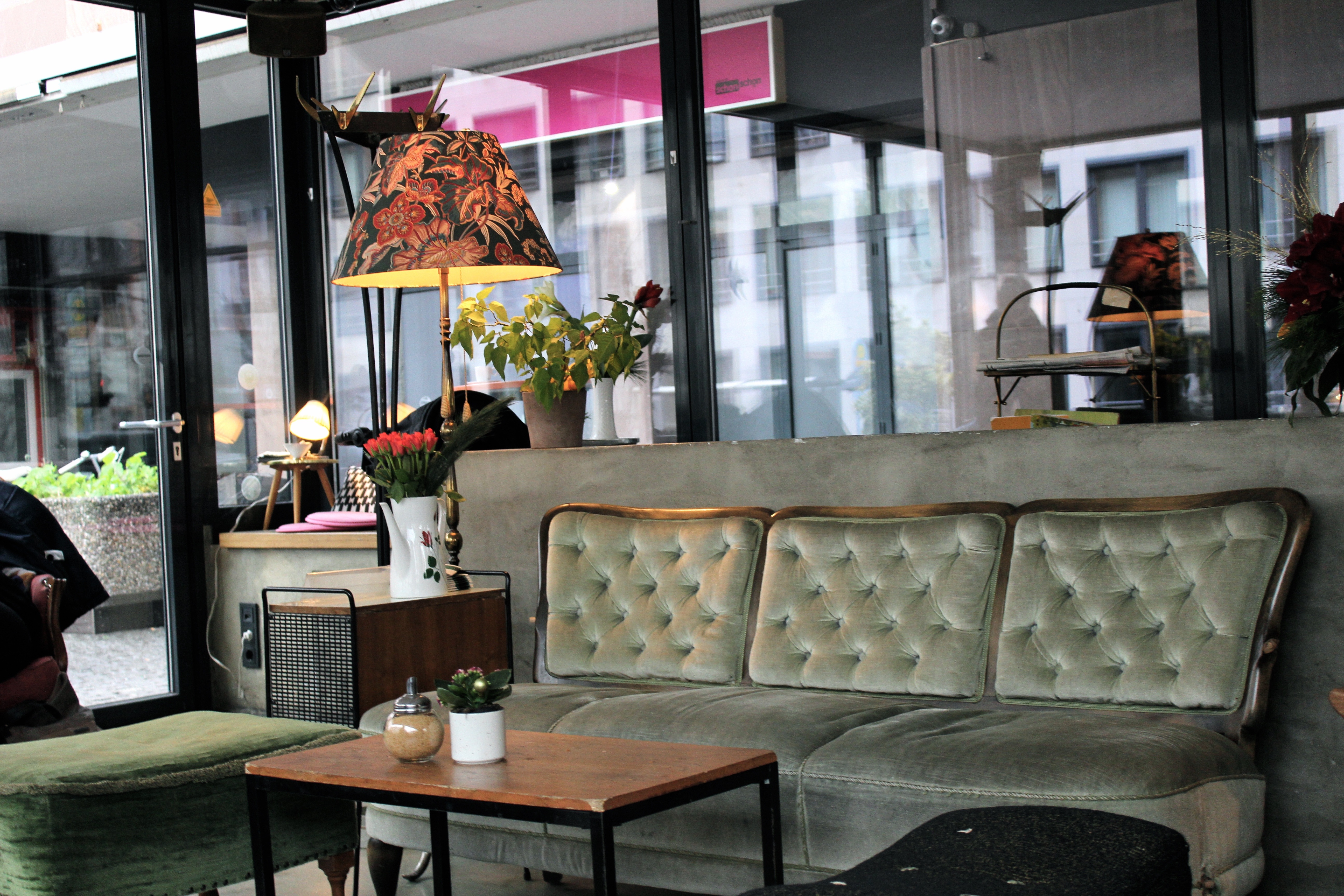 Vintage-Liebe im Café Blumen • Interieur, Travel, Food and all the ...