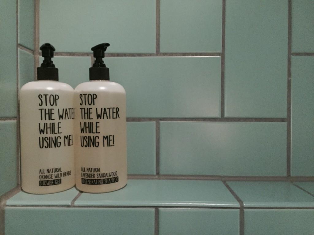 Mein Beauty-Herz hat beim Anblick der tollen Kosmetik im Badezimmer gleich höher geschlagen.