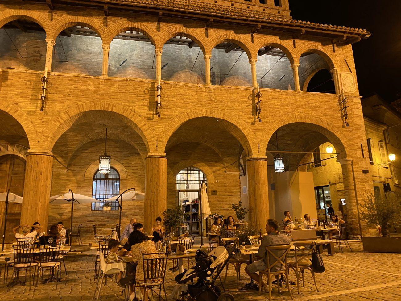 Cantina Offida, Piazza Offida, Marken, Italien, beste Restaurants
